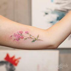 "6,291 Me gusta, 31 comentarios - 타투이스트 리버의 그라피투 (@graffittoo) en Instagram: ""수채화 느낌의 꽃 :-) - #타투 #그라피투 #타투이스트리버 #디자인 #그림 #디자인 #아트 #일러스트 #tattoo #graffittoo #tattooistRiver…"""