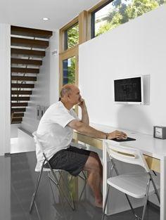 Computer screen wall mount