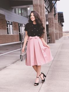 Pink Bow pleated midi skirt and pearl black top. Outfit idea Rising for Skirt Outfits Modest, Modest Summer Outfits, Modest Dresses, Pretty Dresses, Casual Dresses, Dress Outfits, Modest Clothing, Fall Dresses, Dress Shoes