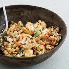 Recept - Gebakken bloemkool en kikkererwten met mosterd en peterselie - Allerhande