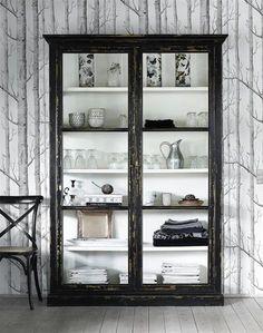 Glas-skåp http://mullvadinredning.se/shop/product/skap-countryside-svart?tm=mobler/skap-hyllor/glasskap
