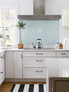 Traditional Kitchen Backsplash Design, Pictures, Remodel, Decor and Ideas - page 6 Small Pop of Color