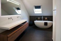 Even een momentje voor jezelf pakken. Heerlijk genieten en ontspannen in een comfortabele badkamer. Dat kan perfect in deze prachtige badkamer. SERENE RUST Alle elementen van deze badkamer zijn bewust...