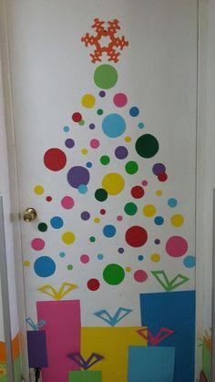 Christmas Door I deas Christmas Door Decorating Contest, Office Christmas Decorations, Christmas Classroom Door, Christmas Front Doors, Christmas Gifts For Parents, Christmas Crafts, Christmas Tree, Diy Weihnachten, Christmas Activities