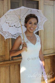 Hermoso vestido de novia con encajes , ideal para tu Boda en Playa.
