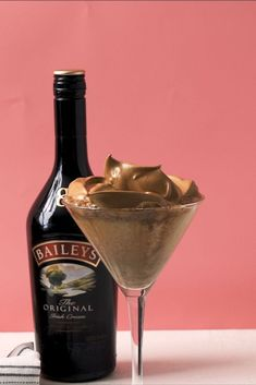 This Dalgona Martini Is The Trend Weve Been Waiting ForDelish Martini Recipes, Drinks Alcohol Recipes, Alcoholic Drinks, Beverages, Drink Recipes, Cocktail Desserts, Holiday Cocktails, Cocktail Drinks, Baileys And Vodka