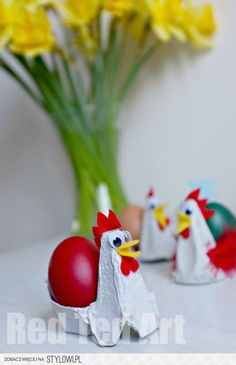 Crafts for kids / Chicken Egg Cups - a simple upcycled… na Stylowi.pl