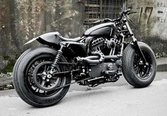 A most unusual Sportster Forty-Eight: 'Bomb Runner' mixes bobber, cafe racer and street fighter influences, and somehow pulls it off. Sportster Cafe Racer, Vmax Cafe Racer, Hd Sportster, Custom Sportster, Cafe Racers, Custom Baggers, Custom Harleys, Harley Davidson Sportster, Street Tracker