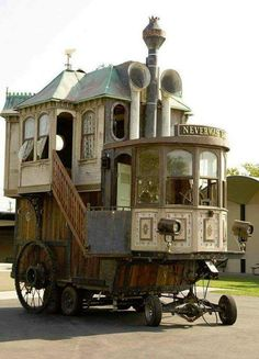 Wildest Houses VIII Caravan Gypsy Vardo Wagon: Neverwas Haul, a Steampunk Victorian-Era on Love this.Caravan Gypsy Vardo Wagon: Neverwas Haul, a Steampunk Victorian-Era on Love this. Gypsy Caravan, Gypsy Wagon, Gypsy Trailer, Caravan Bar, Little Houses, Tiny Houses, Crazy Houses, Tiny Cottages, Victorian Homes