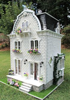 The Completed Willowcrest Estate Busy with the Cricky Vitrine Miniature, Miniature Houses, Miniature Dolls, Victorian Dollhouse, Dollhouse Dolls, Dollhouse Miniatures, Modern Dollhouse, Dollhouse Design, Fairy Houses
