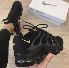 Shoes, Nike, Nike Air Vapormax - Laufschuhe - Shoes World All Black Nike Shoes, Gold Nike Shoes, All Black Nikes, Black Nike Sneakers, Nike Air Shoes, White Nikes, Men Sneakers, Nike Gold, Women Nike Shoes