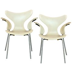 "Arne Jacobsen Model 3208 ""Seagull"" Chairs"