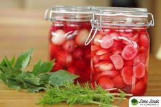 Ředkvičky naložené v nálevu s ume octem. Vodní pickles s ume octem je velmi jednoduché a velmi chutné. Skvěle se hodí pro případ, že vám vyroste mnoho ředkviček najednou a nestíháte je konzumovat. Přebytky snadno naložíte a zdravá, pikantní a osvěžující zeleninová příloha je rychle na světě. Zelenina a saláty,  #ABKM #alergienamléko #antioxidanty #anýz #bezlaktózy #bezlepku #bezmléka #bezlepko... Vegetables, Food, Vegetable Recipes, Eten, Veggie Food, Meals, Veggies, Diet