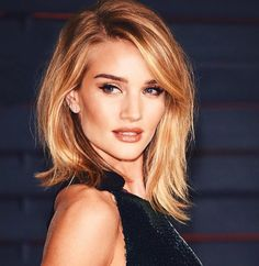 Fine hair can be a beauty suffering for a woman. But only if she doesn't know what hairstyle to do. The right haircut will make fine hair beautiful, and if you style it properly, making light waves, curls, nobody will notice that your hair lacks volume. Celebrity Hairstyles, Hairstyles Haircuts, Cool Hairstyles, Celebrity Bobs, Side Part Hairstyles, Classic Hairstyles, Blonde Hairstyles, Trending Hairstyles, Formal Hairstyles