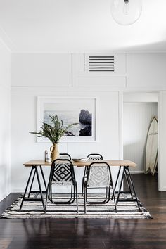But how to apply color to your living room? Today we will cover the 2 most contrasting colours to décor your Luxury Dining Room with: white and black. Dining Room Inspiration, Interior Design Inspiration, Decor Interior Design, Interior Decorating, Decorating Ideas, Decor Ideas, Design Ideas, Interior Design Minimalist, Contemporary Interior