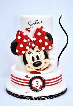 Minnie Cake Cake By: Perfetta Cake Design Mickey Mouse Torte, Minni Mouse Cake, Mickey And Minnie Cake, Bolo Mickey, Minnie Mouse Birthday Cakes, Mickey Cakes, Mickey Birthday, Minnie Mouse Cake Design, Minnie Cupcakes