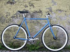 Nice Singlespeed Bike in Brilliant Blue Matte