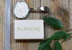 Recette : Savon adoucissant à l'Argile Blanche - Aroma-Zone Diy Savon, Projects To Try, Artisan, Place Card Holders, Hacks, Cosmetics, Homemade, Beauty, Nature