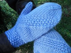 Outbound is a set of simple mittens with seed stitch bands that veer off across the back of the hands. Worked from the cuff up in Aran weight yarn, these cozy mittens are a quick, easy knit that will hold your interest both on and off the needles. Loom Knitting, Free Knitting, Knitting Socks, Knitting Patterns, Knit Socks, Knit Mittens, Knitted Gloves, Little Cotton Rabbits, Aran Weight Yarn