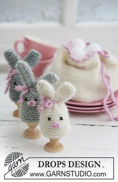 """Cozy Bunnies by DROPS Design DROPS Easter bunny egg warmer and egg basket in """"Merino"""" and """"Kid-Silk""""."""