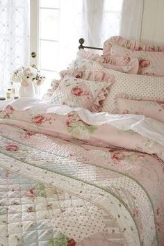 Beautiful patchwork quilt ,,... I  ♥  this