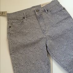 """HPLoft Modern Hi Waist Skinny Ankle Print Jean These versatile skinny ankle jeans have a small lavender/grey print that pairs well with so much! Examples are shown in the 3rd photo  Measurements: waist 29""""; hip 37""""; inseam 23.5""""; rise 11""""; thigh 20""""  5 pocket styling  Fabric: 98% cotton; 2% spandex  Condition: NWT, no flaws or damage  Pictured jacket and tops are listed separately in my closet. Bundle discounts  Style Icon Host Pick by @sweetbliss22  LOFT Pants Skinny"""
