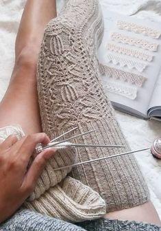 Crochet Socks – 27 Free Crochet Socks Model How To? – Page 17 of 27 – Knitting Socks Easy Crochet Socks, Crochet Sock Pattern Free, Pull Crochet, Crochet Skirt Pattern, Free Crochet, Motif Mandala Crochet, Knitting Patterns, Crochet Patterns, Crochet Ideas