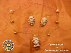 Da Ceramiche Patrizia, troverai tante idee per regalare oggetti speciali: come ad esempio gioielli in ceramica siciliana: orecchini e collane raffiguranti le teste di moro, elementi tipici delle antiche tradizioni siciliane.