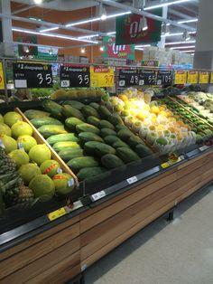 Tesco Lotus - Bang Yai - Thailand - Fresh - Produce - VM - Fixtures - Layout - Landscape - Retail Design - www.clearretailgroup.eu Vegetable Crates, Vegetable Shop, Seafood Store, Fruit Shop, Fruit Displays, Retail Design, Farmers Market, Layout, Drink
