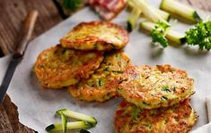 Palačinke od tikvica s dimljenom slaninom Diet Menu, Lidl, Tandoori Chicken, Salmon Burgers, Cauliflower, Zucchini, Nom Nom, Food And Drink, Healthy Eating