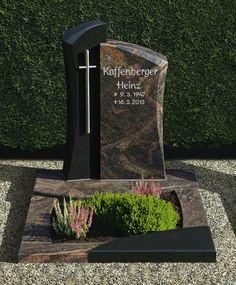 Urnengrabmal Materialmix mit Kreuz Tombstone Designs, Steinmetz, Cemetery Art, Laundry Room Design, Funeral, Diy Furniture, Flower Arrangements, Memories, Landscape