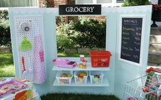 Tri-fold space that can become a lemonade stand, puppet show place, grocery store, etc. all in one. And SUCH an easy building project!