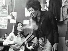 RL Jimi Hendrix and Joan Baez at Woodstock Michelle Phillips, Jimi Hendrix Experience, Music Icon, My Music, Music Life, Music Stuff, Beatles, Jimi Hendricks, Historia Do Rock