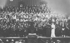 Gustav Mahler conducting Beethoven 9    What an amazing photo!