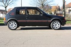 1989 Peugeot 205 GTI 1.9 | I4, 1,905 cm³ | 130 PS / 95 kW Top Cars, Peugeot 205, Modern Classic, Muscle Cars, Ps, Motorbikes, Athlete, Cars, Photo Manipulation