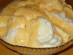 175 g de açúcar 4 ovos muito frescos 1 colher de sobremesa de maisena 7,5 dl de leite 1 casca de limão canela  Separam-se as gemas das claras. Batem-se as claras em castelo e quando estiverem bem firmes juntam-se 50 g de açúcar, continuando a...