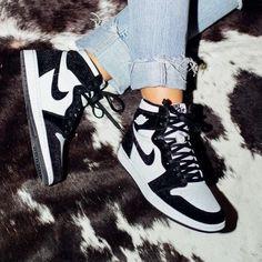 Nike Air Shoes, Sneakers Nike, Cute Sneakers, Black Sneakers, Black Nike Shoes, Nike Socks, Cool Womens Sneakers, Retro Nike Shoes, Cool Nike Shoes