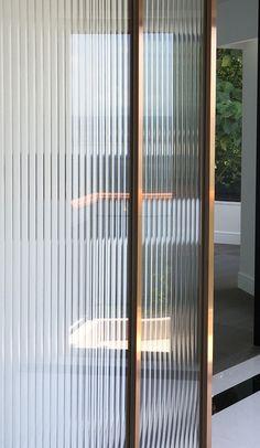 Japanese Interior, Modern Interior, Interior Architecture, Partition Design, Glass Partition, Door Design, House Design, Door Dividers, Reeded Glass