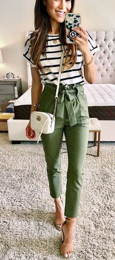 12 Easy Hacks That Will Instantly Make You Look More Stylish Impressive ou. 12 Easy Hacks That Will Instantly Make You Look More Stylish Impressive outfit with green pants and stripped top accessories Casual Work Outfits, Work Casual, Trendy Outfits, Cute Outfits, Fashion Outfits, Casual Tie, Classy Casual, Fashion Hacks, Casual Looks