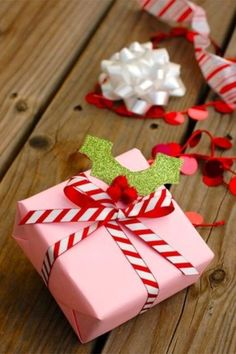 15 Elegant Christmas gift wrapping ideas that will charm your family and friends. 15 Creative Christmas gift wrapping ideas family and friends will love Creative Christmas Gifts, Christmas Gift Wrapping, Holiday Gifts, Holiday Candy, Santa Gifts, Elegant Christmas, Christmas Diy, Christmas Items, Christmas Wishes