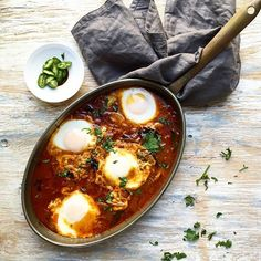 Onion, Tomato, & Tamarind Based Egg Curry // @foodfashionparty. Find this #recipe and more on our Shakshuka Feed at https://feedfeed.info/shakshuka #feedfeed