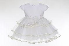 Sukienka Elwirka to niezwykłe połączenie satyny wraz z trzema różnymi warstwami obszytego lamówka tiulu. Sukienka odszyta jest płótnem bawełnianym oraz podszewką. Posiada z tyłu kreacji kryty zamekoraz rękawki typu motylek. Atłasowy pas udekorowany kwiatkami, wiązany z tyłu pozwala na dopasowanie sukienki do ciała.  Sukienka Elwirka dostępna jest również w kolorze białym.