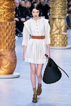 Chloé Fall 2020 Ready-to-Wear Collection - Vogue Daily Fashion, Vogue Fashion, Fashion Week, Fashion 2020, Paris Fashion, High Fashion, Fashion Looks, Womens Fashion, Fashion Trends