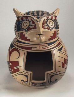 Búho de cerámica de estilo Paquime, firmado por Sabino Villalba ,Chihuahua, México.