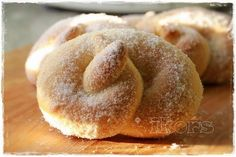 Zuckerbrezeln(4 Stück) 120g Milch10g frische Hefe 3 Min./37°/St.1 40g Butter (!)30g Zucker 250g Mehl 1 Pr. Salz 3 Min./Knetstufe den Teig in einer Schüssel mit Deckel 1-1 ½ Stunden gehen lassen in 4