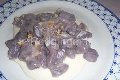Gnocchi di patate vitelotte su crema di parmigiano