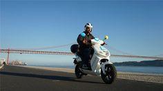 """A rede de scooters eléctricas partilhadas eCooltra já chegou a Lisboa com 170 veículos prontos a usarà distância de um simples """"clique""""."""