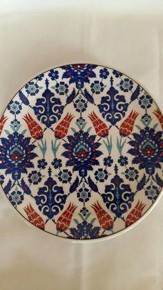 Dot Art Painting, Pottery Painting, Ceramic Painting, Turkish Tiles, Turkish Art, Ceramic Clay, Ceramic Plates, Turkish Design, Diy Resin Art