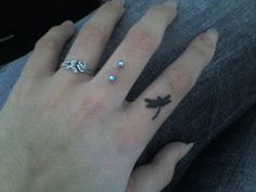 finger+ piercing