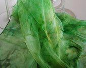 Pañuelo de seda pintado a mano.  verde